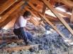 Isolation des combles à partir de tissus recyclés, un chantier à la loupe