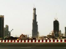 Les gratte-ciel montent, l'économie dégringole