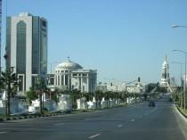 Achkhabad, capitale couverte de marbre blanc