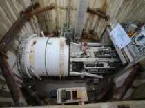 Première sortie sous terre du tunnelier du métro ...
