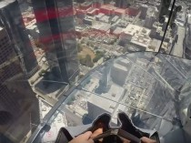 Skyslide, un toboggan de verre en plein ciel