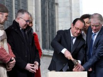 François Hollande lance la  reconstruction de la ...