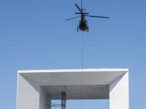 Enlèvement par hélicoptère pour des vitrages à ...