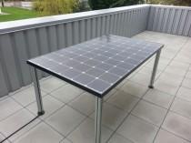 Une table de jardin solaire pour alimenter des ...