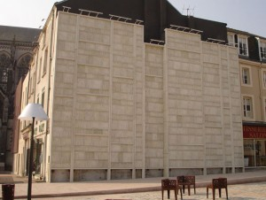 Un mur de livres en béton blanc (diaporama)
