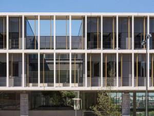Pilotis et façades vitrées pour un nouveau ...