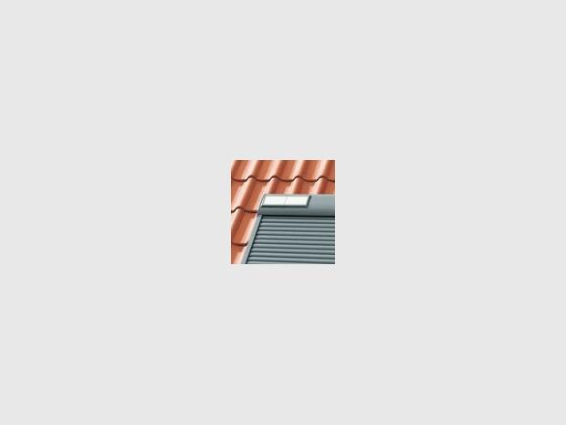 volet roulant solaire pour fen tres de toit velux. Black Bedroom Furniture Sets. Home Design Ideas