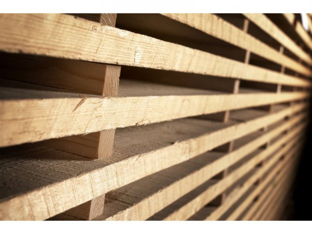 le bois d 39 accoya fortifie un canal historique en hollande. Black Bedroom Furniture Sets. Home Design Ideas