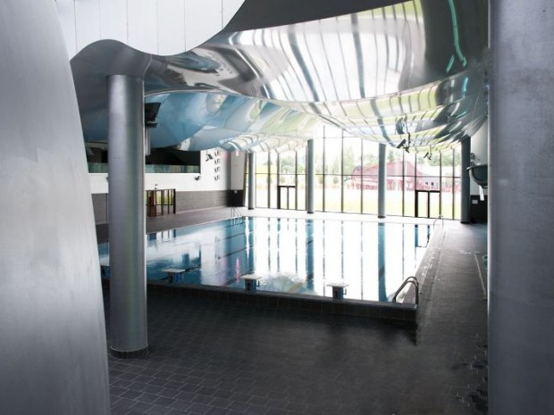 Une piscine en forme de coquillage for Piscine coquillage