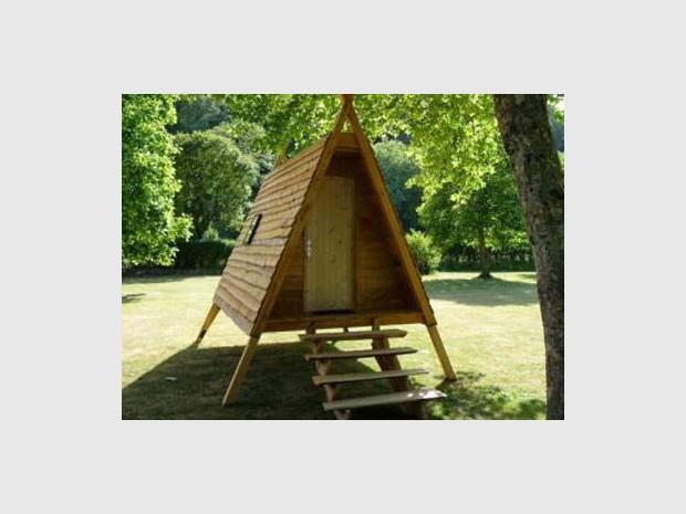 la cabadienne un h bergement entre la tente et le cabanon en bois. Black Bedroom Furniture Sets. Home Design Ideas