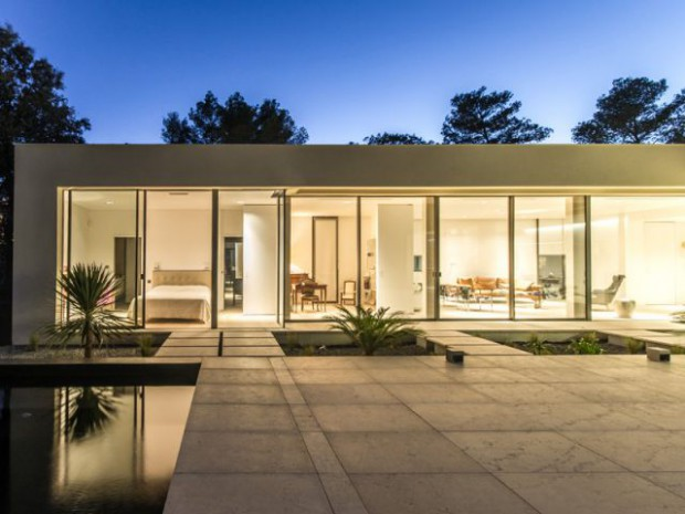 une terrasse ouverte au coeur de la maison. Black Bedroom Furniture Sets. Home Design Ideas