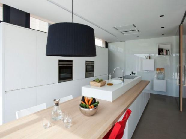 Une cuisine familiale fonctionnelle et pur e en corian - Cuisine en corian ...