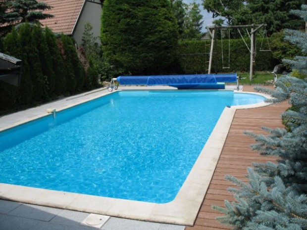 Avant une piscine traditionnelle filtr e au chlore for Construction piscine tva