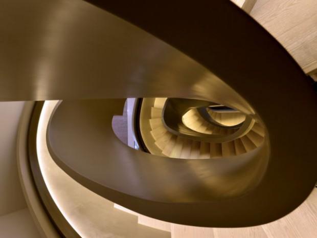 Ribbon House : Une trémie ovale pour un escalier vertigineux