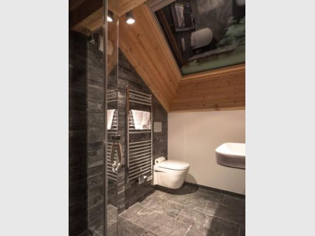 Une salle de bains aux mat riaux l gants pour une note for Materiaux pour salle de bain