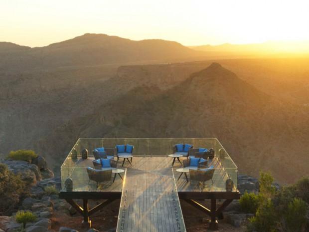 Un hôtel de luxe sculpté au sommet d'un canyon ...