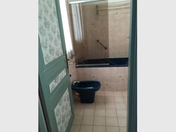Avant une salle de bains avec bidet for Bidet salle de bain