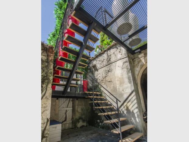 Un escalier métallique pour la touche industrielle