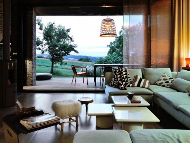 Un salon à la luminosité et aux espaces modulables