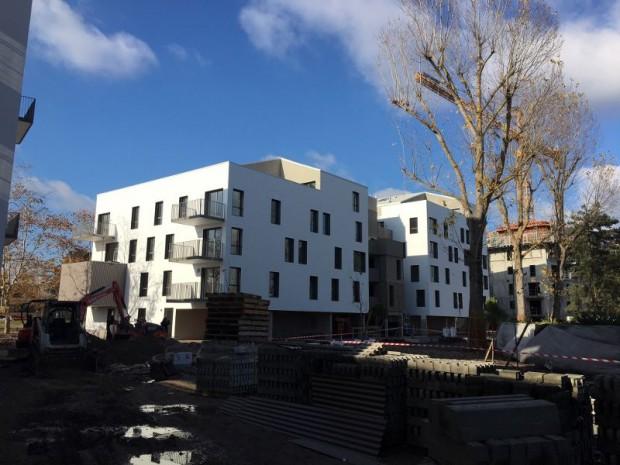 Immeuble de logements avec une pièce en plus