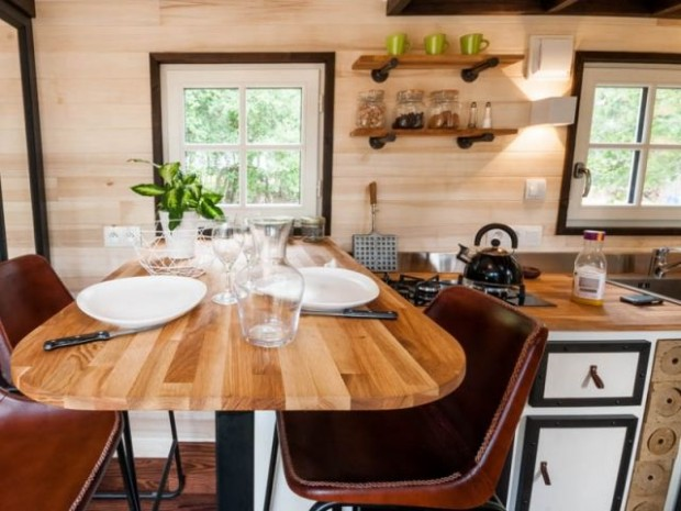 La Tiny house dispose d'une salle à manger