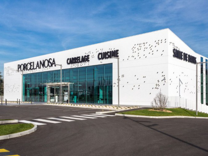 un showroom xxl pour porcelanosa en france