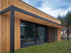 En se parant de bois, une maison traditionnelle ...