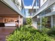 Une maison jardin, surprenante bulle de verdure en ...