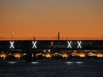 A Bordeaux, la passerelle Eiffel s'illumine