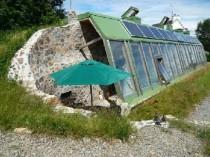 A vendre: maison écologique en pneus ...