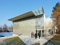 """Une bibliothèque brille sur le """"campus vert"""" de ..."""