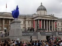 Un coq géant crée la controverse à Londres