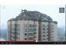 Une villa sur une montagne au sommet d'une tour ...