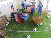 Un salon se transforme en stade de foot en 90' ...
