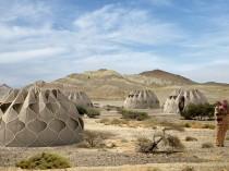 Des huttes hi-tech pour loger des réfugiés