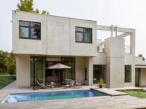 Une villa cubique au charme naturel caché