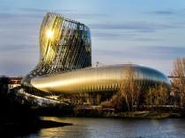 A Bordeaux, une carafe de verre et métal sublime ...