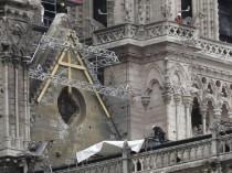 """""""Le bâchage de Notre-Dame a été réalisé en ..."""