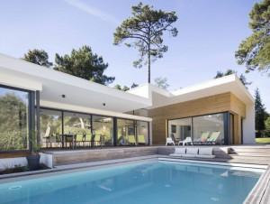 Dans les Landes, une villa avec piscine protégée ...