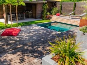 Terrasse en bois et mini piscine pour réchauffer ...