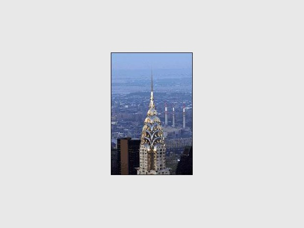 Philip Johnson édifie trois aiguilles de verre à Manhattan