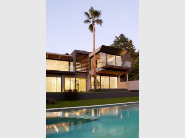 Une luxueuse villa cubique con ue sur un terrain contraint - La villa c une creation du studio guilhem guilhem ...