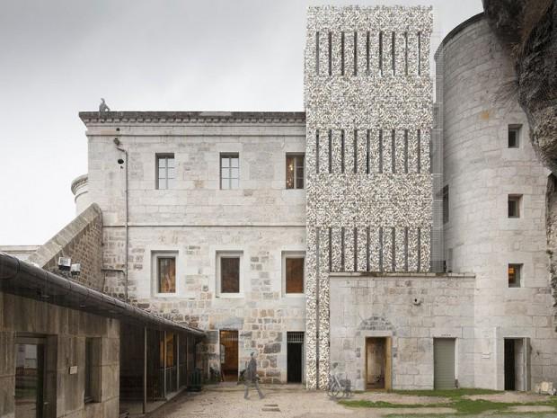 ATELIERPNG ARCHITECTURE / Antoine Petit, Nicolas Debicki, Grichka Martinetti Patrimoine militaire, fort l'Ecluse, Léaz, 2012 - 2014