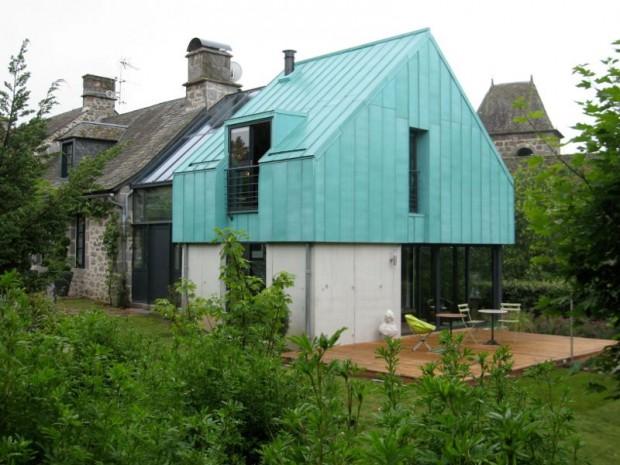 Une extension en cuivre au c ur d 39 un village class du cantal for Extension maison loi
