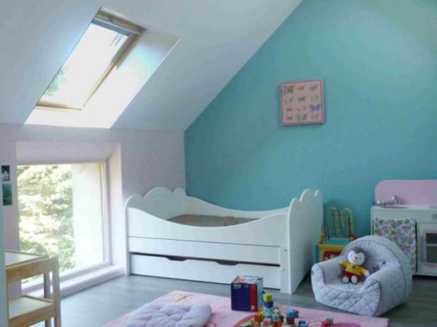 Des combles deviennent de joyeuses chambres d 39 enfants - Amenagement grenier en chambre ...