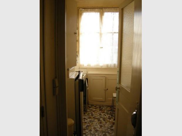 Une salle de bains dynamise un appartement mal agencé