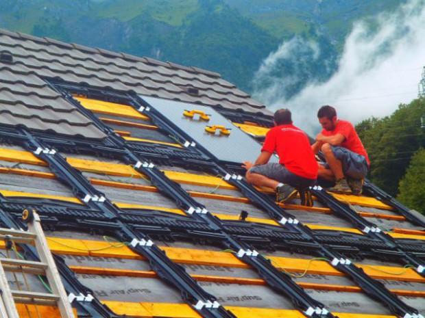 Une maison avec panneaux solaires hybrides