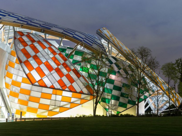 Fondation Louis Vuitton colorée par D. Buren
