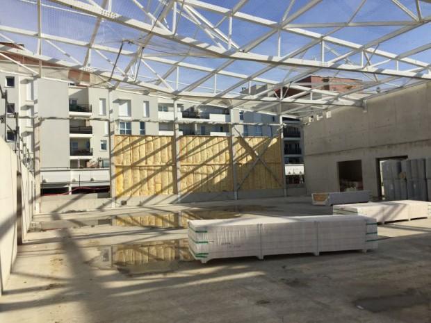 Construction d'un centre sportif en béton, acier et bois naturel à Valenton (Val-de-Marne)