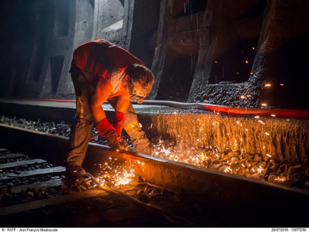 Le chantier de rénovation titanesque du renouvellement des voies et du ballast de la ligne du RER A